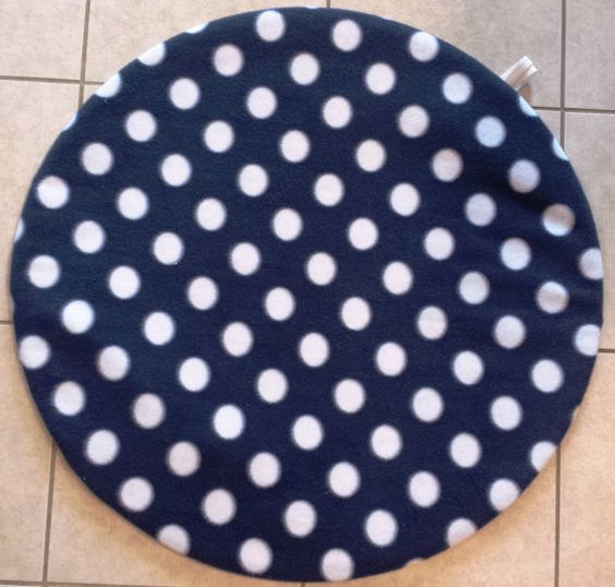 Have you ever wished that you could spread out a play mat for your baby quickly, easily, and with one hand to protect him or her from unsanitary floors in doctor's offices, lobbies, airports, etc? Does your baby love to bunch up regular blankets and mats, making it necessary for you to continuou...