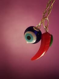 olho grego e pimenta
