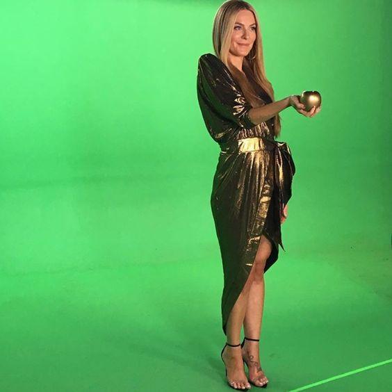 Leah Mcsweeney S Season 12 Opening Credits Dress Big Blonde Hair In 2020 Big Blonde Hair Fashion Dresses