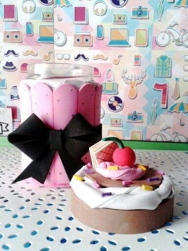 Tarro de cristal forrado en goma eva foami dulces y for Botes de cocina decorados con goma eva