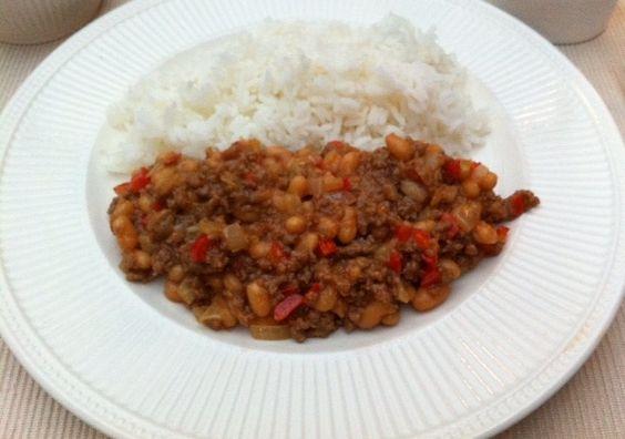 Heerlijke witte boontjes met ui en paprika. Een lekkere snelle maar gezonde maaltijd met rijst en een salade erbij. Ookal is de foto iets minder mooi, het is wel een heerlijke en gezonde maaltijd! Tijd: 20 min. Benodigdheden: Ui Paprika Knoflook Witte boontjes Gehakt Pandan rijst Bereidingswijze: Begin met het opzetten van een pan water …