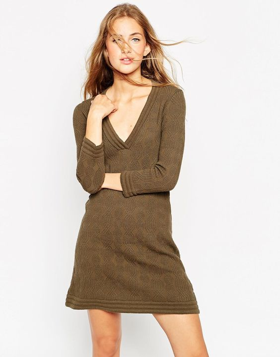 Wear knit-Dresses, Boots and tights for autumn/Winter