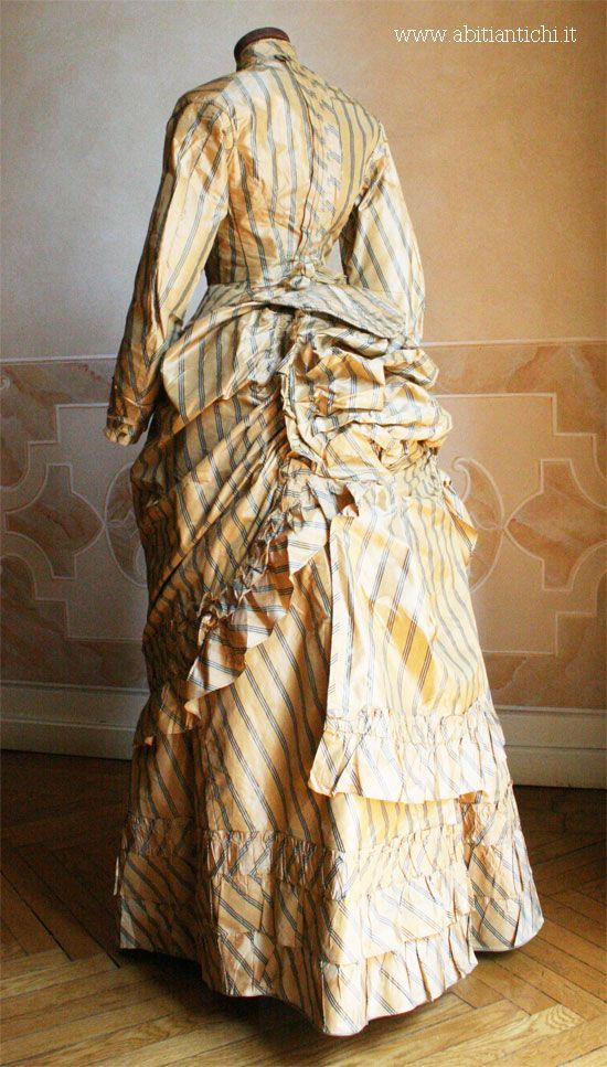 Dress of 1883 consists of three pieces (bodice, skirt and tablier) taffeta yellow gold with green stripes.