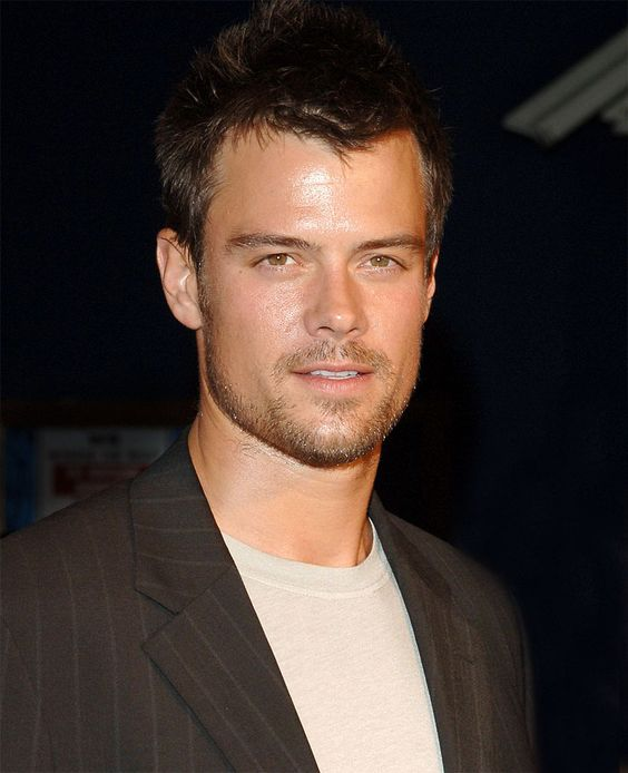 Josh Duhamel makes me wish that I had been an AMC fan years ago.  I will even watch Transformers movies just to get a little Josh.
