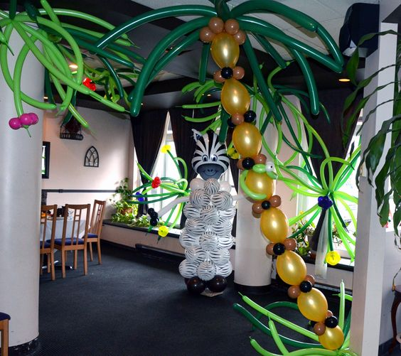 Jungle theme jungle party and jungles on pinterest for Baby shower tree decoration