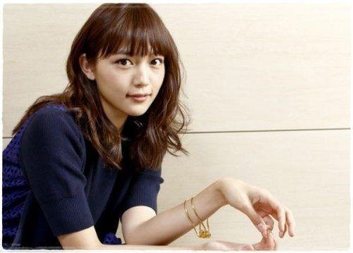 画像 川口春奈の髪型 ミディアムパーマがかわいすぎる 前髪も Spicyでmintなlife ミディアム パーマ 髪型 ロング 髪型