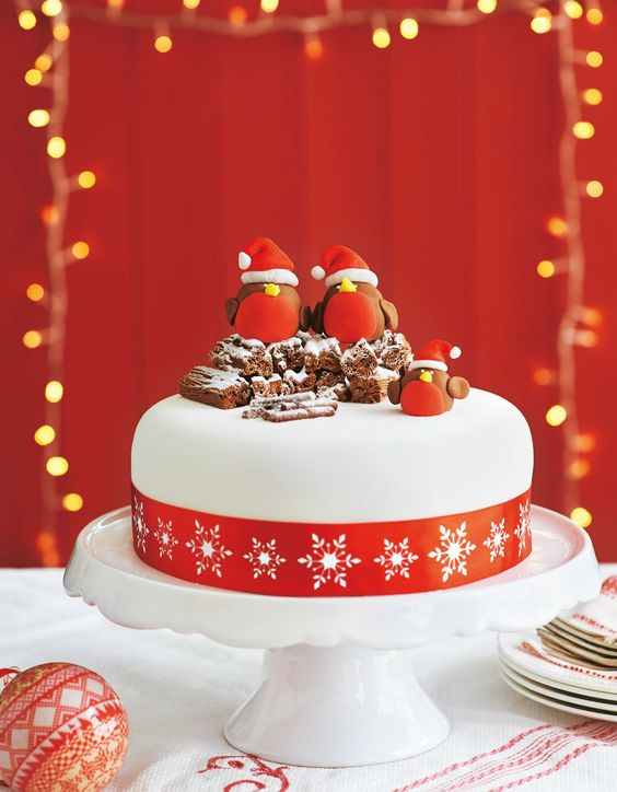 Cake Decorating Ready Made Icing : Robins, Christmas cakes and Cakes on Pinterest