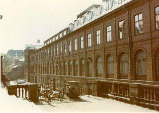 København ophørte i 1850erne med at være en fæstningsby, og på det sted, hvor Vesterport havde stået, opstod der et hul, som man kaldte Vesterbros gab. Efter man havde fjernet meget af volden, kom der til at være en stor plads, og der var en stor dæmning over stadsgraven, som førte ud til Frihedsstøtten og Vesterbrogade. Strækningen hed Vesterbros Passage. #Vesterbrospassage