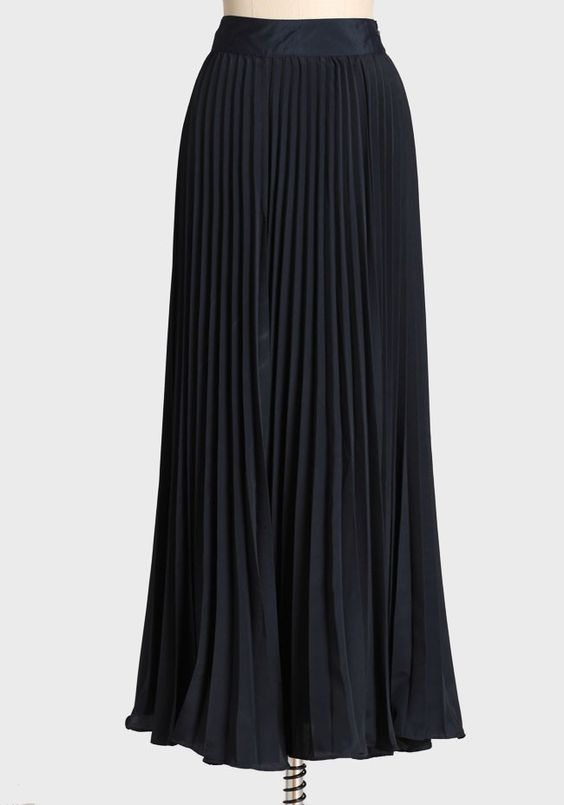 West End Pleated Maxi Skirt | Modern Vintage Glistening 14 | Modern Vintage A Glistening Occasion: