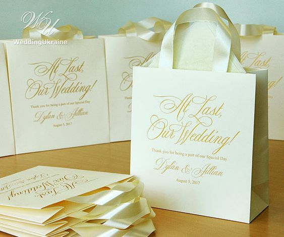 25 At last, our wedding! Welcome Bags for wedding guests with satin ribbon and your names - Elegant