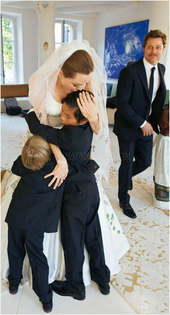 ... picture of Angelina Jolie and her kids on her wedding day to Brad Pitt