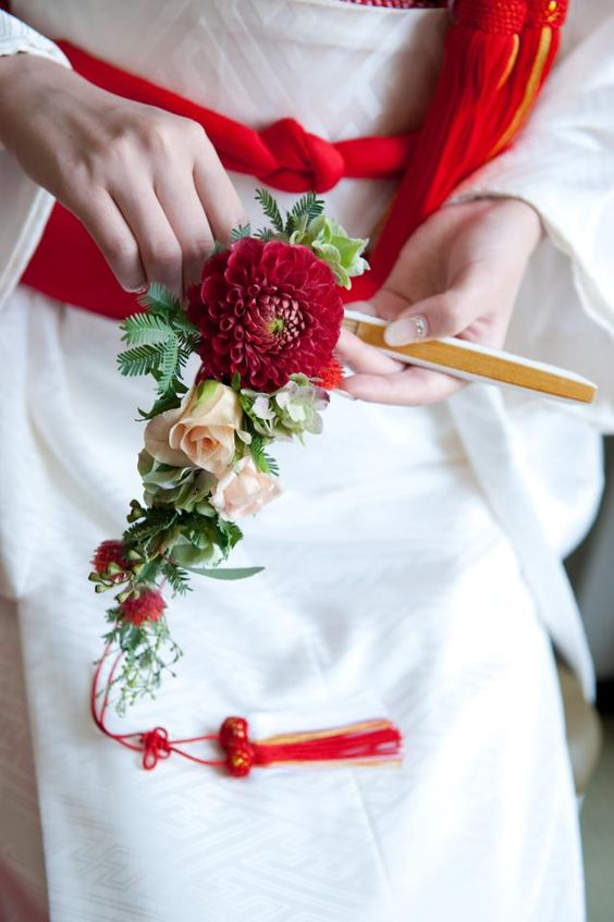 Beautiful wedding kimono. I love the flower bouquet as well.: