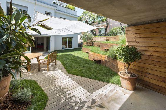 Un petit jardin en pente à l'ombre des oliviers