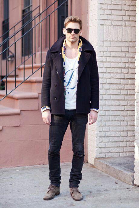 ピーコート×Tシャツ×ブラックデニム