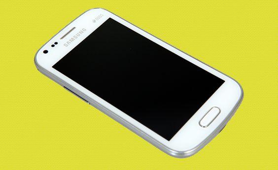 Aparelho alia configuração intermediária com bom suporte a dois SIM cards