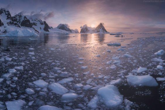 Даниил Коржонов  Lemaire Channel - одно из моих любимых мест в Антарктиде. Высокие горы возвышаются над узким фьордом Lemaire.