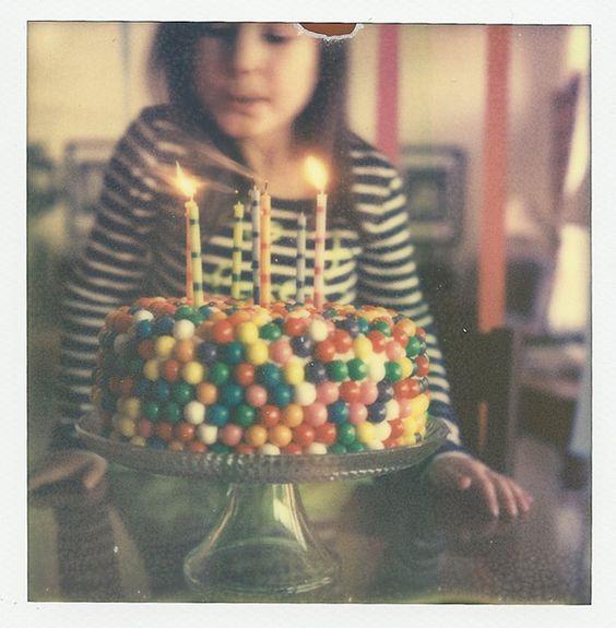 kids birthday idea, love the gum ball idea! Great with birthday or bubble-gum ice cream inside!