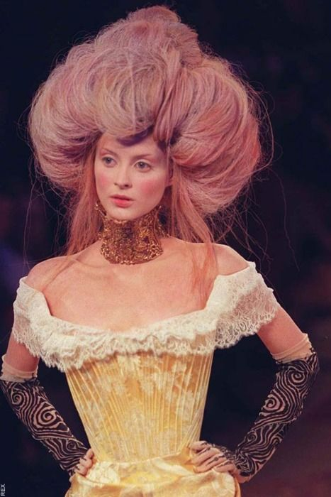 : Fall 1997ღ, Mcqueen Fall, Marie Antoinette, Hair Givenchy, Fashion Alexander Mcqueen, Givenchy 1997, Hairstyle Braid