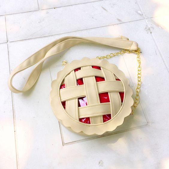 Qui ne voudrait pas un sac tarte?? Accessoires amusants et joyeux! #mode #quebec: