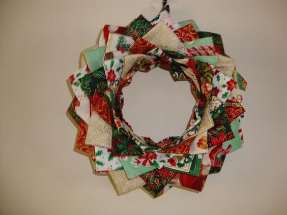 Patchwork Christmas Wreath: Christmas Wreaths, Crafting Projects, Craftsy Learn, Christmas Wreath1377957327364, Ghiralnde Wreaths, Craftsy Crafting, Patchwork Christmas, Quilt Pattern