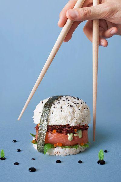 Sushi Burger  Tout simplement un mix entre un sushi et un burger. Le sushi prend la forme du burger, le riz remplace le pain, le poisson cru remplace la viande cuite.