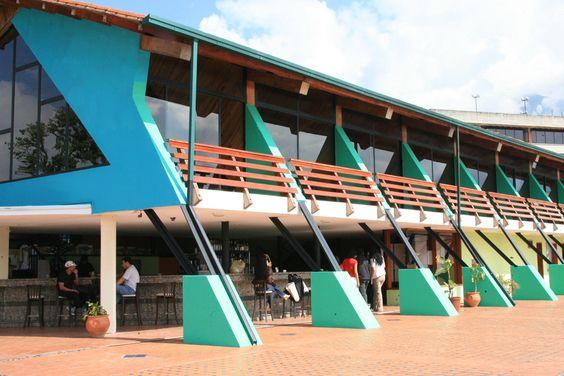 El Hotel Prado Río fue fundado en Diciembre de 1956, en ese entonces sólo existían cabañas. Es pionero en desarrollar el turismo en la región, abriendo las puertas a los mercados internacionales.
