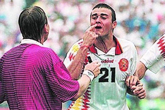Luis Enrique, con la nariz partida tras el codazo de Tassotti
