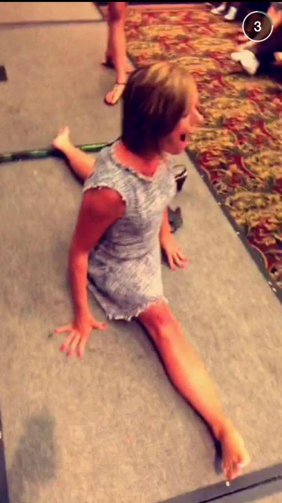 Kelly doing splits ( hope she doesn't get hurt)