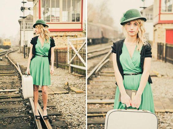 Color y estilo de ropa más o menos igual. Utilizar vías.