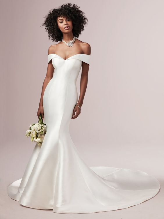 Vestido de Noiva Minimalista, sereia, com cauda e decote ombro a ombro super chique