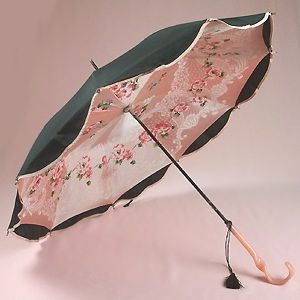 1920's parasol/umbrella lined with printed silk with a Bakelite handle.