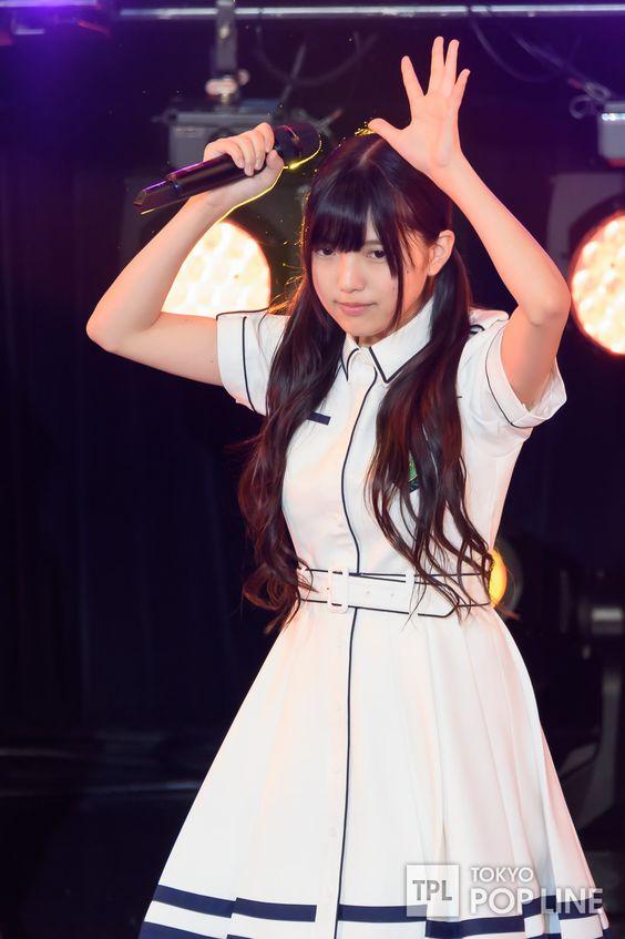 ライブ中の上村莉菜さん