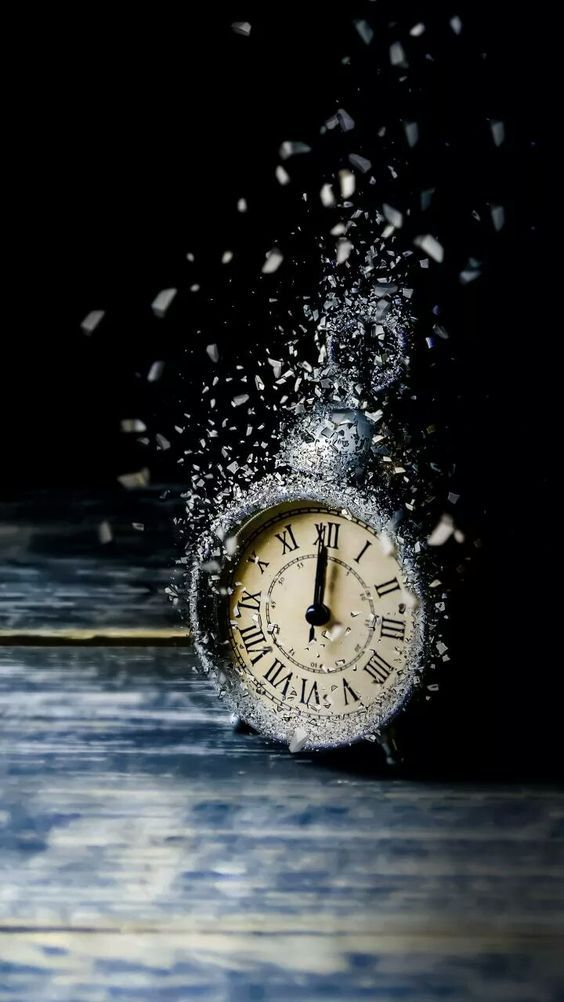Discovered By Cerise Bleux Find Images And Videos About Photography Time And Clock On We Heart It The App To In 2020 Clock Wallpaper Art Wallpaper Art Photography