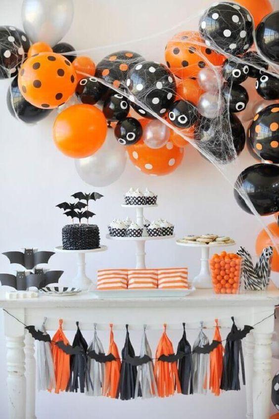 61. Decoração simples de mesa de Halloween – Foto: Pinterest #diadasbruxas #diadasbruxasassustador #diadasbruxasfantasia