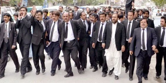 Lawyers boycott courts after #Quetta suicide blast