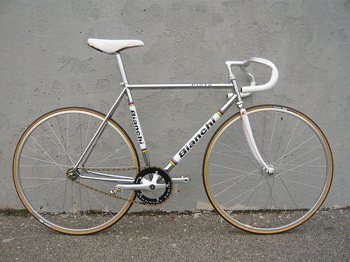 THIS is a sweet bike. - my next bike is a Bianchi for sure.