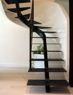 Escalier A Limon Central 2 4 Tournant Avec Images Escaliers En