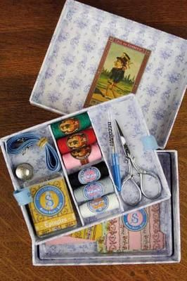 French Needle small sewing box - adorable
