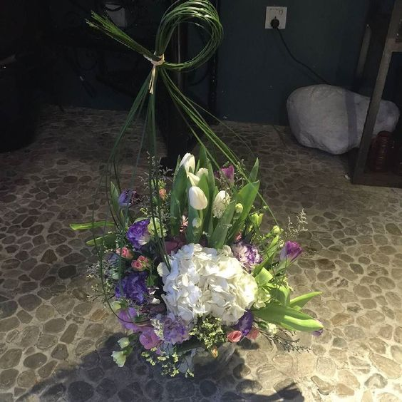 The most elegant flower in the world is tulip which represent perfect love.  Call House of Thistle 056-475-1318 WhatsApp 050-856-5643 زهور التیولب هی اکثر الورود أناقة وتدل على الحب الحقيقي.  للطلب عبر الواتس اب او للتحدث بالعربية 050-856-5643 #photooftheday #uae #abudhabi #dubai #myabudhabi #mydubai #emarati #emirati #rose #instadaily #تيولب #بيت_ثسل #فالنتاين #بوکیه #عصري #الامارات #عروس #مناسبات #اعياد #اعياد_ميلاد #خطوبة #زهور #اعراس_الامارات #ابوظبي #زهور For more information please…