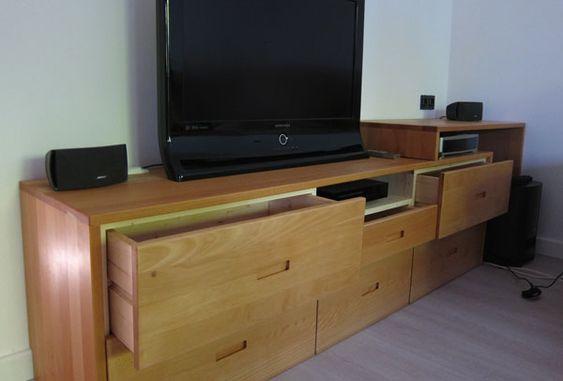Tuto Photo de la réalisation d'un meuble TV sur mesure avec des panneaux en bois massif - Epicéa & Hêtre - de laboutiquedubois.com. Projet réalisé par Jérôme