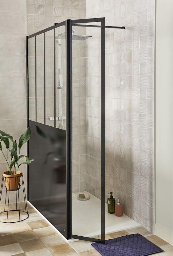 La verrière s'invite également dans votre douche ! Donnez un aspect d'atelier d'artiste à votre salle de bains pour un style épuré et design. #lapeyre #lesavoirbienfaire #madeinfrance #home #salledebains #bathroom #douche #design