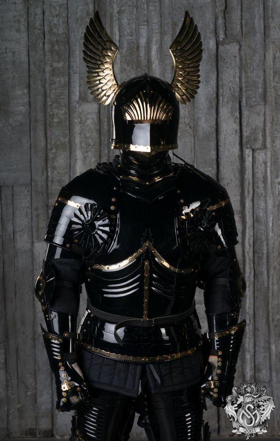 blued-gothic-full-plate-armor-14.jpg (952×1500)