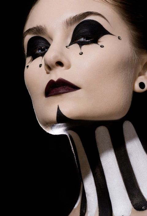 Jester theatrical make-up. Love the neck work. Tim Burton is jumping up and down somewhere!