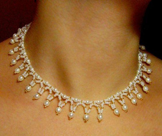 collar de perlas y chaquiras