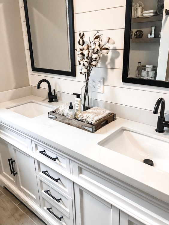 Modern Farmhouse Bathroom Remodel – Happily Ever Asquith