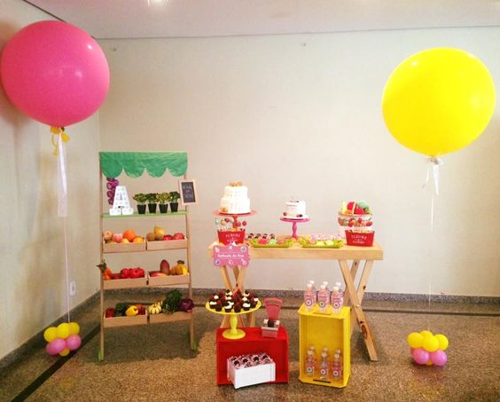 Festa da Quintanda com balões gigantes. Créditos: Decoração: Mimos e Afins Balões: Balão Cultura Consulte nos www.balaocultura.com.br #quitandinha #festanaquintanda #festanaquitadinha #balaocultura #balãocultura #qualatex