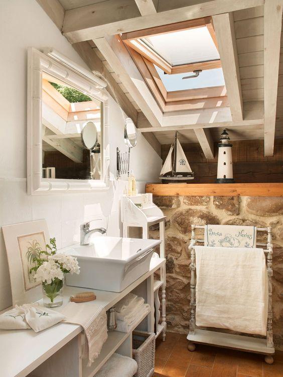 Attic Bathroom * Baño en la buhardilla * Lavamanos, de Roca, y toallero de madera, de Huerta de San Vicente. Espejo, de los Encantes.  #Cantabria #Spain  http://www.elmueble.com/articulo/casas/3831/antes_una_cuadra_hoy_una_vivienda_familiar_cantabria.html#gallery-2