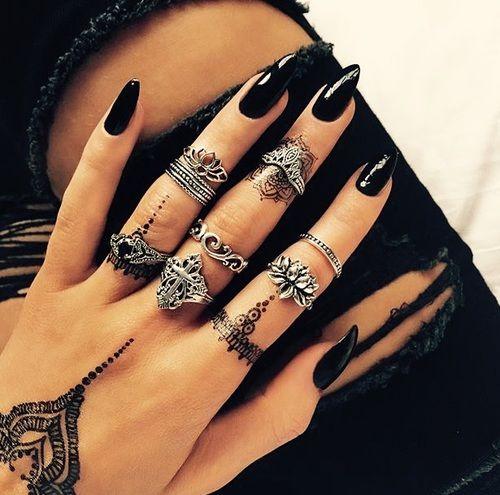 Imagen de nails, black, and rings