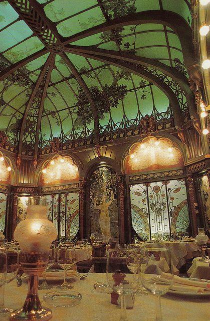 La Fermette Marbeuf – 5 rue Marbeuf, Paris 8e, Ce magnifique décor Art nouveau de la salle de restaurant de l'hôtel Langham (Métro Alma - Marceau)