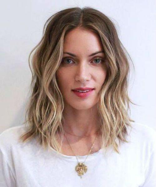 25 Featured Medium Wavy Hairstyles For Women To Reach Perfection Medium Length Wavy Hair Medium Length Hair Styles Medium Hair Styles